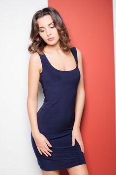 Granatowa ołówkowa sukienka na ramiączkach