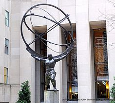 NEW YORK, ATLAS STATUE OUTSIDE ROCKEFELLER CENTER.