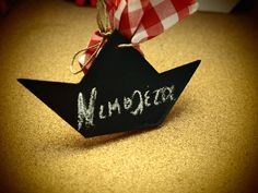 Καραβάκι-μαυροπίνακας-για-πάρτυ Drink Sleeves, Christmas Ornaments, Holiday Decor, Christmas Jewelry, Christmas Decorations, Christmas Decor