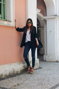 Basic #outfit perfect to wear to #work: ripped jeans, blazer and platform sandals, More on: http://www.littleblackcoconut.com/2016/06/my-favorite-outfit.html