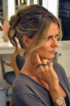Conheça 7 penteados que afinam o rosto e fique mais charmosa e feminina com muito estilo e em qualquer ocasião! http://salaovirtual.org/penteado-que-afina-rosto/ #cabelos #afinandorosto #salaovirtual