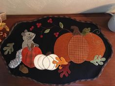 Penny Rug Patterns, Wool Applique Patterns, Applique Quilts, Fall Applique Designs, Halloween Sewing, Fall Sewing, Wool Quilts, Barn Quilts, Felt Crafts