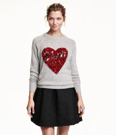 Fine-knit sweater in soft fabric with alpaca wool content. Sequined embroidery at front and long raglan sleeves.
