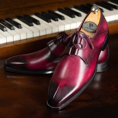 Comfortable Mens Dress Shoes, Mens Casual Dress Shoes, Mens Dress Outfits, Mens Shoes Boots, Men Dress, Hot Shoes, Men's Shoes, Bordeaux, Simple Shoes