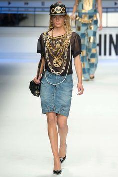 Moschino Fall 2015 Ready-to-Wear Fashion Show - Anna Ewers