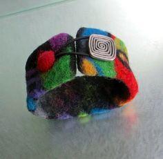 Bracelet en laine de mérinos feutrée. Multicolore. par lululalaine