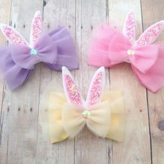 This listing is for one hairbow on a clip or headband. You will choose color and finish at checkout. Baby headbands chosen by size will be on white iridescent glitter headband. The bow will measure about 3 1/2 inches. If you choose 0-3 months or 3-6 months the bow will measure about 2 1/2