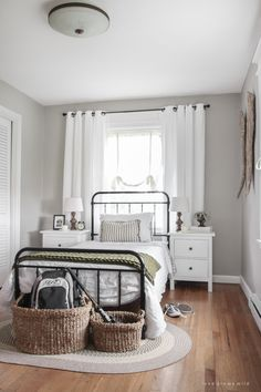 57 Stunning Modern Farmhouse Bedroom Design Ideas and Decor Home Decor Bedroom, Bedroom Furniture, Bedroom Ideas, Cheap Furniture, Furniture Design, Teen Furniture, Furniture Dolly, Luxury Furniture, Table Cafe