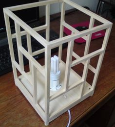 DIY: Building a Japanese shoji-style ambient lamp – the nerd way Japanese Carpentry, Japanese Woodworking, Diy Woodworking, Japanese Lighting, Japanese Lamps, Asian Lamps, Japanese Interior Design, Asian Home Decor, Diy Chandelier