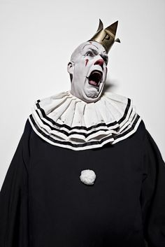Puddles Pity Party, the best clown singer you'll ever see. Gruseliger Clown, Circus Clown, Creepy Clown, Creepy Circus, Clown Costumes, Creepy Carnival, Clown Faces, Old Circus, Circus Art