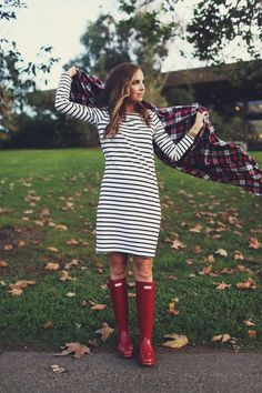 OUTFIT DETAILS: SIMILAR STRIPED DRESS || HUNTER BOOTS VIA ZAPPOS || SCARF MADE BY ME, SIMILAR HERE and HERE || SADDLE BAG A couple of years ago I got my first pair of Hunter Boots. I'd seen peop