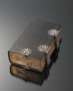 Kerkbijbel uit 1847 met zilverbeslag, waarin inscriptie G.P.D.G Ao 1862