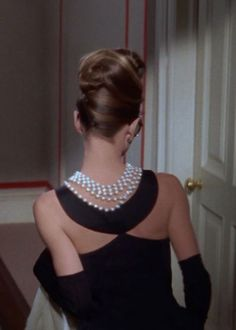 Audrey Hepburn as Holly Golightly in Breakfast at Tiffany's, Dress by Givenchy. Holly Golightly, Audrey Hepburn Mode, Audrey Hepburn Breakfast At Tiffanys, Audrey Hepburn Hairstyles, Audrey Hepburn Givenchy, Audrey Hepburn Wedding Dress, Audrey Hepburn Makeup, Breakfast At Tiffany's Dress, Wedding Breakfast