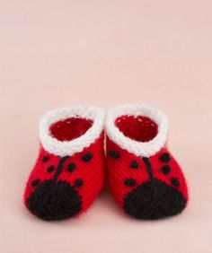 Sweet Lady Bug Booties #AnneGeddes #knitting #redheartyarns