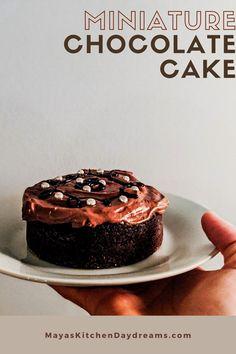 Mini Vanilla Cake Recipe, 4 Inch Cake Recipe, Birthday Cakes, Birthday Ideas, Super Easy Dessert Recipe, Smash Cake Recipes, Chocolate Buttercream Icing, Mini Chocolate Cake, Baking Bad