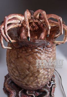 Alien Egg and Facehugger with Lamp 1/2 Resin Statue