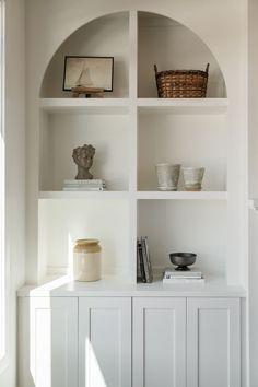 Built In Shelves Living Room, Built In Bookcase, Diy Built In Shelves, Built In Wall Units, Ikea Built In, Tv Built In, Corner Bookshelves, Fireplace Shelves, Fireplace Built Ins