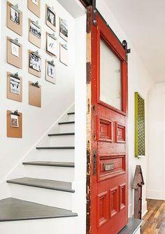 ściana i 'obskubane' drzwi :)