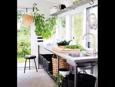 from the Swedish House and Home (Hus & Hem) http://husohem.se/Tradgard/Sma-hus/Agnetas-orangeri/