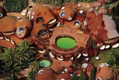 The Palais Bulles, or Palace of Bubbles is the work of architect Antti Lovag. Also known as the Pierre Cardin house, it was built in 1989 on a rocky cliff o… Pierre Cardin, Organic Architecture, Amazing Architecture, Interior Architecture, Interior Design, Classical Architecture, Futuristic Architecture, Unique Buildings, Amazing Buildings