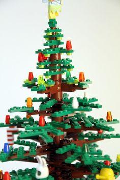 Top of the tree construction Lego Christmas Tree, Christmas Scenery, Xmas Tree, Christmas Time, Christmas Ideas, Tree Decorations, Christmas Decorations, Lego Winter Village, Lego Tree