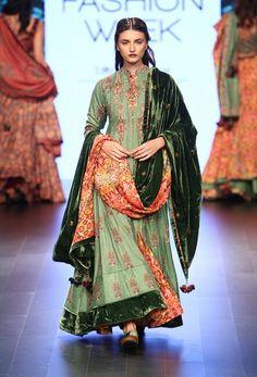 Vrisa at lakmé fashion week winter/festive 2016 vogue. Lakme Fashion Week, India Fashion, Asian Fashion, Fashion Show, Vogue Fashion, Fashion Trends, Trendy Fashion, Pakistani Outfits, Indian Outfits