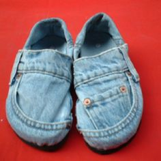 Recycled denim jeans = shoesies~ adorable, but there was no link to a pattern here. I just love these, tho!