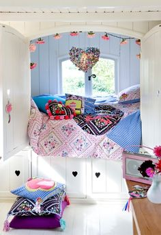 Girls bedroom <3 What I wouldn't have done for this when I was a kid!!! Perfect hideaway bed!