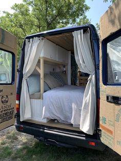 Bus Life, Camper Life, Motorhome, Kangoo Camper, Kombi Home, Bmw Autos, Van Home, Camper Van Conversion Diy, Van Living