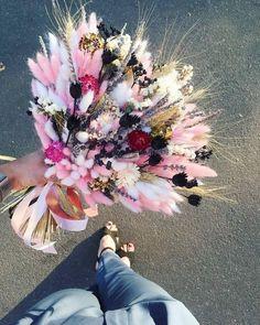 Unusual White Pink and Black Dried Flowers Dried Floral Flowers Nature, My Flower, Dried Flowers, Silk Flowers, Beautiful Flowers, Beautiful Flower Arrangements, Floral Arrangements, Bloom Baby, Bridal Flowers