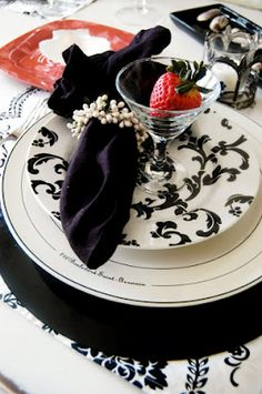 Black and White, With Red❤❦♪♫♥ so want this on my table