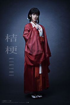 Inuyasha, the popular anime and manga from Rumiko Takahashi, is getting a new adaptation. A live-action Inuyasha play is coming soon. Inuyasha Cosplay, Cosplay Anime, Couple Halloween Costumes, Halloween Cosplay, Cool Costumes, Cosplay Costumes, Cosplay Ideas, Live Action, Action Anime Movies