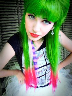 Ahhhh this combination is fantastic! I could never pull off green hair :(