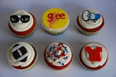 I am totally having a Glee party, and making these cupcakes.