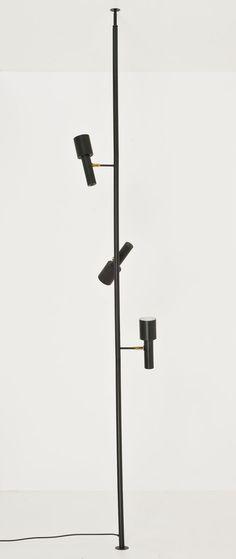Travail italien  Lampadaire  Métal et laiton  Date de création : vers 1960  H 250 × L 40 cm