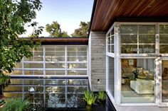 Atherton Residence by Turnbull Griffin Haesloop Architects | HomeDSGN, a daily source for inspiration and fresh ideas on interior design and home decoration.
