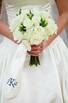I love the creative idea of the bride's bouquet only having white flowers!