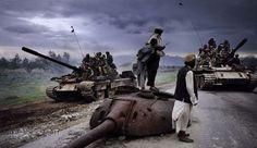 Pour sa nouvelle formule, l'album de photographies de Reporters sans frontières s'associe au célèbre photographe Steve McCurry, connu notamment pour sa couverture de la guerre en Afghanistan.