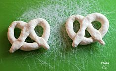 2 Ingredient Dough Pretzels - Weight Watchers - Mess for Less Cake Mix Recipes, Ww Recipes, Easy Healthy Recipes, Healthy Food, Yummy Food, Weight Watchers Meal Plans, Weight Watchers Desserts, Weight Watchers Cheesecake, Skinny Girl Recipes