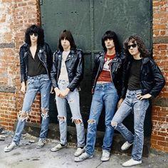 """Ramones: veja foto da capa de """"Rocket To Russia"""" em cores"""