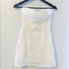 Dolce Vita strapless crochet dress Gorgeous strapless dress with sweetheart neckline. Embroidery and crochet detailing. Silk blend. Hidden zipper and elastic detailing on back for a perfect fit. Size S. Dolce Vita Dresses Strapless
