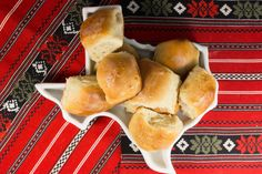 These Copycat Texas Roadhouse Rolls are utterly irresistible. One of the most coveted Texas Roadhouse restaurant recipes, these pillowy rolls are a delightful dinner companion. You won't be able to eat just one! Texas Roadhouse Butter, Texas Roadhouse Rolls, Homemade Hamburger Buns, Homemade Biscuits, Buttery Rolls, Pulled Pork Recipes, Copycat Recipes, Bread Recipes, Muffin Recipes