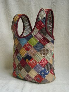 patchwork bag - inspiration only Diy Bags Purses, Fabric Purses, Fabric Bags, Patchwork Bags, Quilted Bag, Japan Bag, Craft Bags, Bag Patterns To Sew, Market Bag
