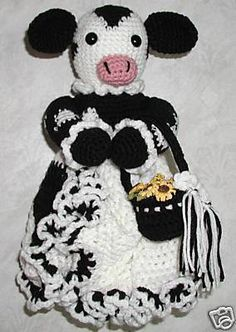 Crochet HOLSTEIN COW Grocery Bag Holder too bad mom isn't here anymore, she would have made this for me Crochet Cow, Crochet Gifts, Crochet Yarn, Free Crochet, Pikachu Crochet, Kids Crochet, Crochet Things, Plastic Bag Crochet, Tricot