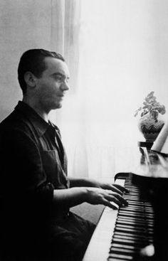 Hoy es el aniversario del nacimiento de García Lorca http://desequilibros.blogspot.com.es/2012/06/el-asesino-de-garcia-lorca.html
