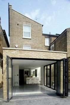 Find home projects from professionals for ideas & inspiration. Vauxhall House by TLA Studio Brick Extension, Single Storey Extension, House Extension Design, Rear Extension, House Design, Extension Ideas, Wood Pergola, Pergola With Roof, Pergola Shade