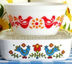 Friendship 401 Pyrex bowl & Country Festival A-1 Corning Ware casserole.