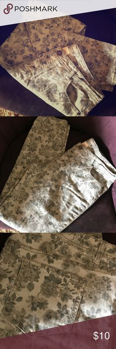 """Gray Floral Skinny Jeans These are so soft and pretty.  So many possibilities!  Rock with a moto jacket and booties for an edgier look or play up the softness with white or denim.  Excellent condition.  Sz 15. Will fit a 12/14 as well. 31"""" inch inseam.  Please let me know if any other measurements are needed! Mossimo Supply Co. Jeans Skinny"""