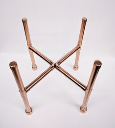THIS BEAUTIFUL MODERN COPPER PLANT STAND IS THE PERFECT DECOR PIECE FOR ANY ROOM. MADE FROM UK SOURCED PURE COPPER. THE STANDS HAVE A STABLE STANCE TO ENSURE STABILITY FOR YOUR PLANT FRIEND.