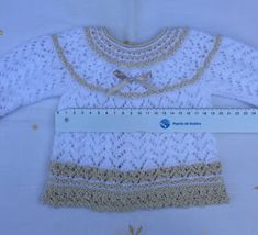Blog Abuela Encarna: septiembre 2018 Baby Sweater Knitting Pattern, Knitting Patterns, Knitting For Kids, Baby Knitting, Baby Sweaters, Baby Dress, Knit Crochet, Beige, Embroidery